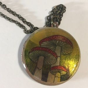 Jewelry - Vintage Mushroom Locket